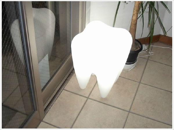 歯の形のライト